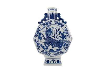 Lot 1672 - A 20TH CENTURY CHINESE BLUE AND WHITE MOON FLASK VASE