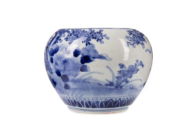 Lot 1684 - AN EARLY 20TH CENTURY CHINESE BLUE AND WHITE BOWL