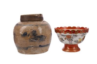 Lot 1692 - AN EARLY 20TH CENTURY CHINESE STONEWARE GINGER JAR AND A JAPANESE KUTANI BOWL