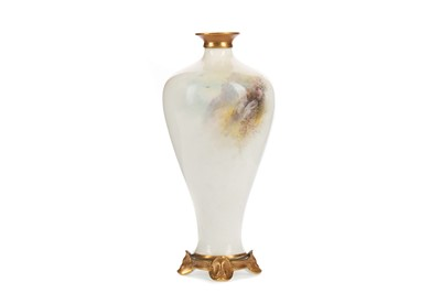 Lot 1084 - A ROYAL WORCESTER VASE BY HARRY STINTON