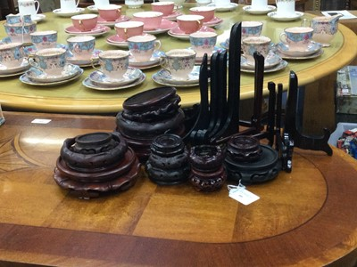 Lot 66 - A COLLECTION OF MODERN HARDWOOD BOWL, VASE AND PLATE STANDS
