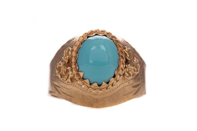 Lot 376 - A TURQUOISE RING
