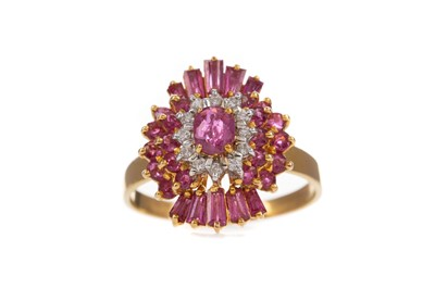 Lot 377 - A RUBY AND DIAMOND RING