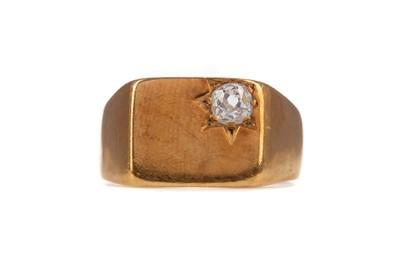 Lot 378 - A DIAMOND SIGNET RING
