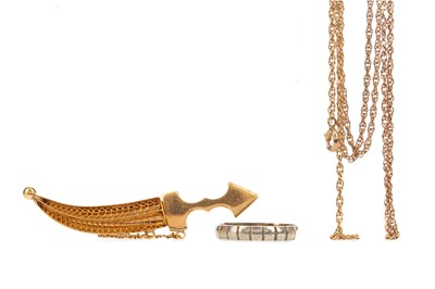 Lot 381 - A RING, BROOCH AND CHAIN
