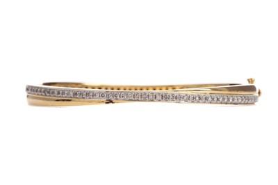 Lot 384 - A DIAMOND BANGLE