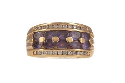Lot 393 - A PURPLE GEM SET AND DIAMOND RING