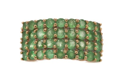 Lot 396 - A GREEN SPINEL RING
