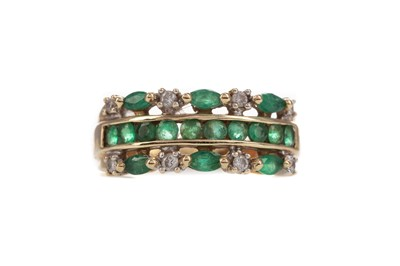 Lot 397 - AN EMERALD AND DIAMOND RING