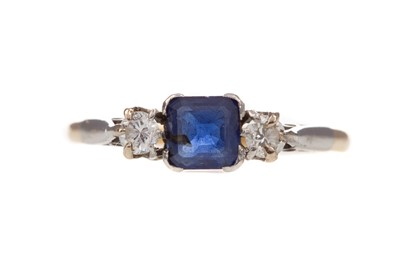 Lot 398 - A BLUE GEM SET AND DIAMOND RING