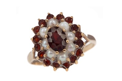 Lot 404 - A PEARL AND GARNET RING