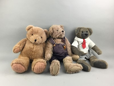 Lot 85 - A COLLECTION OF 20TH CENTURY TEDDY BEARS AND TOYS