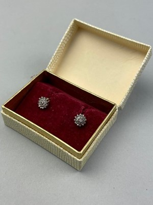 Lot 68 - A PAIR OF GOLD AND DIAMOND CLUSTER EARRINGS