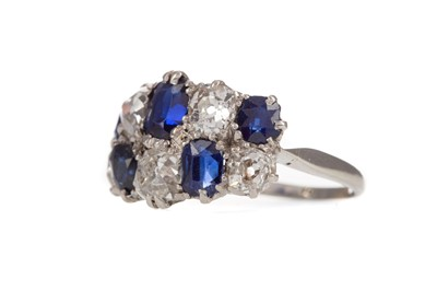 Lot 417 - A SAPPHIRE AND DIAMOND RING