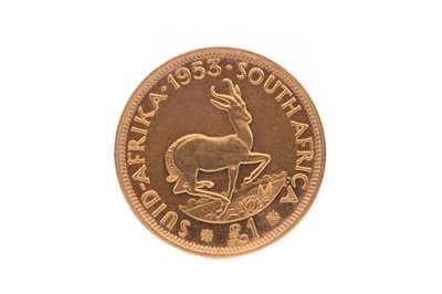 Lot 64 - A GOLD £1 ONE POUND SOUTH AFRICAN COIN DATED 1953