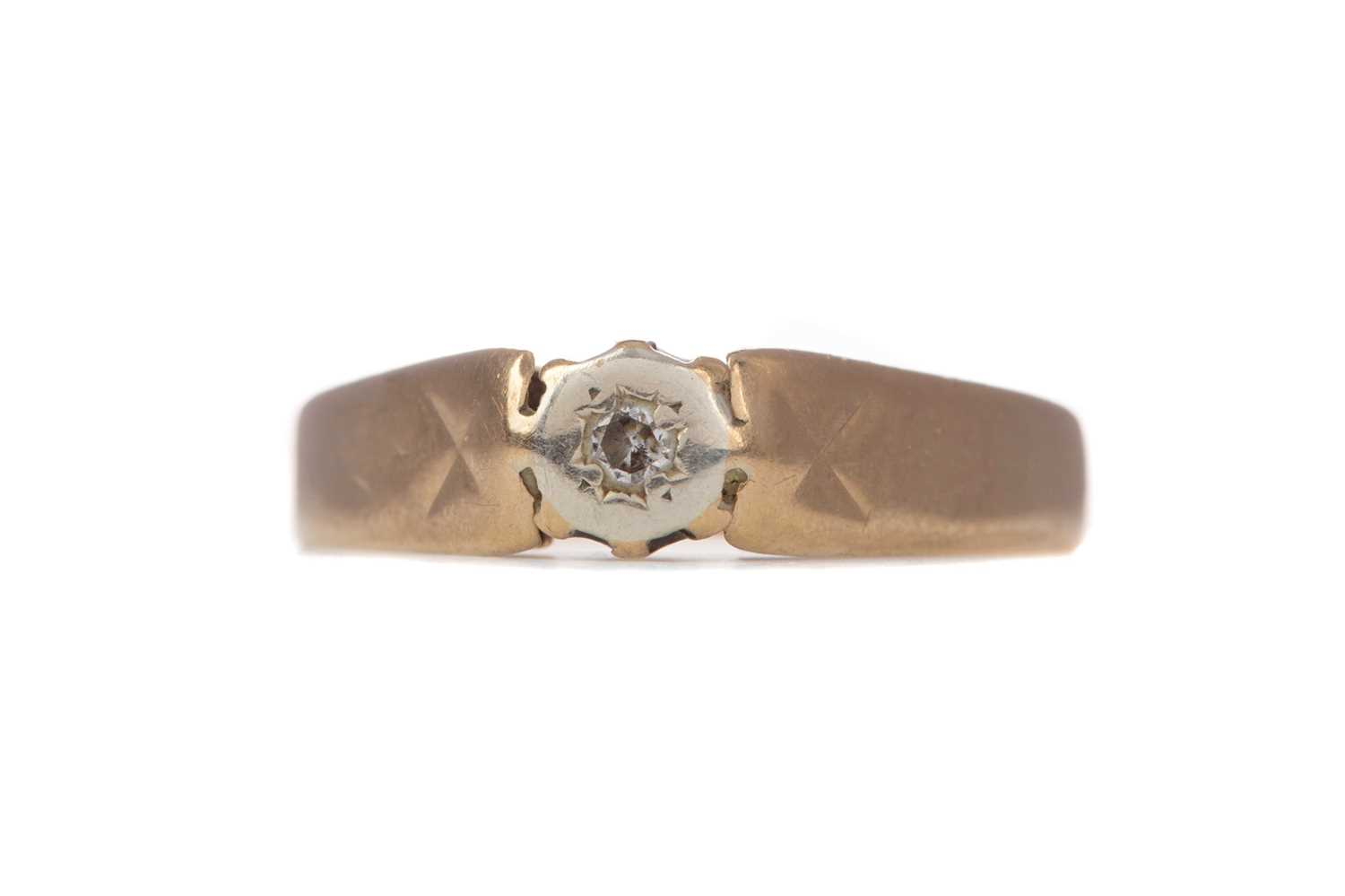 Lot 1325 - A DIAMOND SOLITAIRE RING