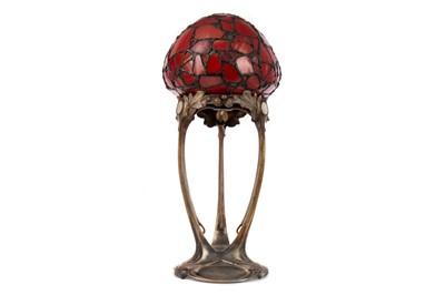 Lot 714 - AN ART NOUVEAU TABLE LAMP