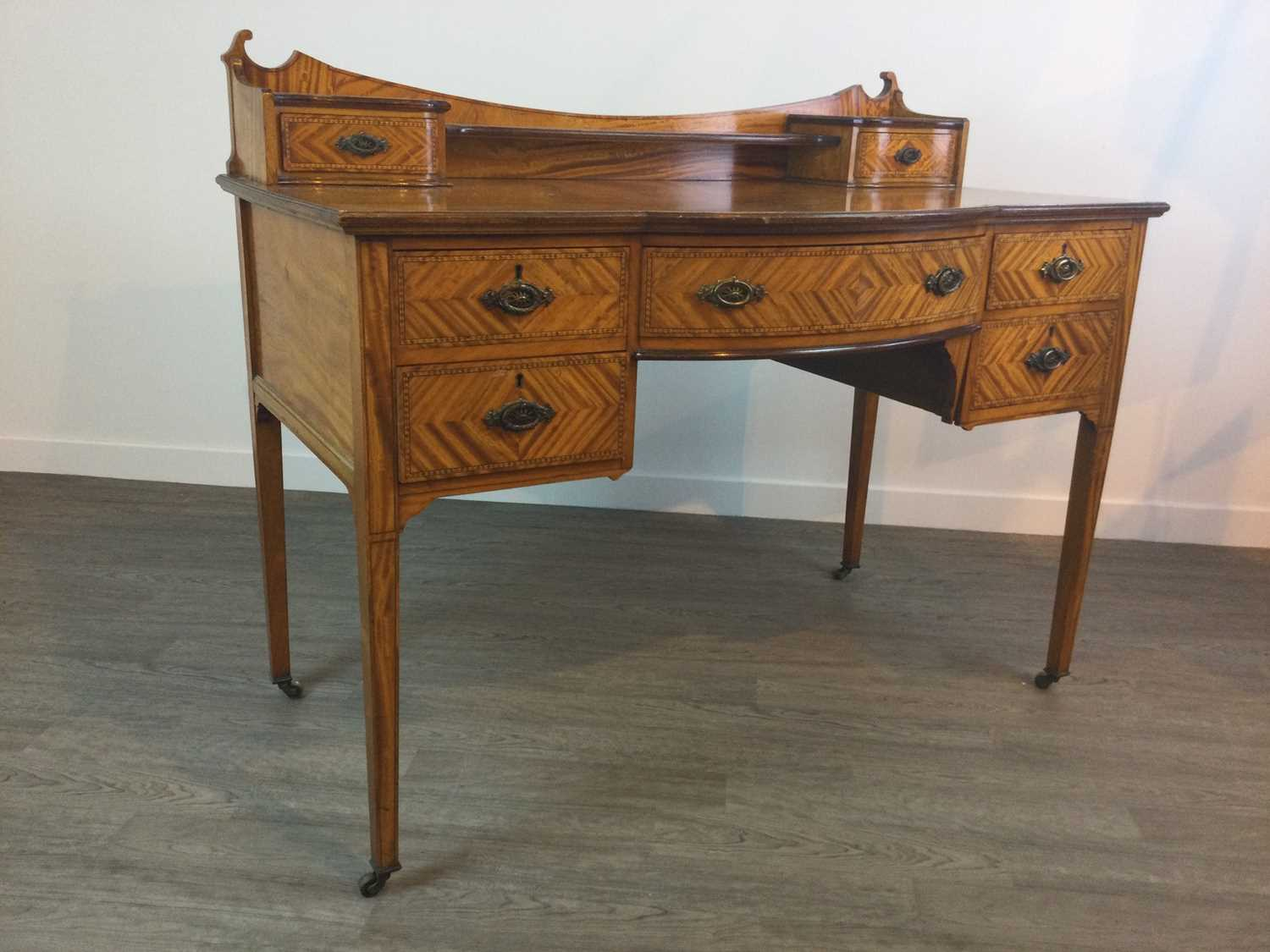 Lot 716 - A SATINWOOD SIDE TABLE