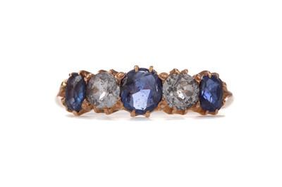 Lot 1307 - A BLUE GEM SET AND DIAMOND FIVE STONE RING