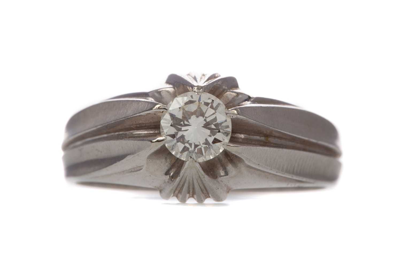 Lot 1319 - A DIAMOND GYPSY RING