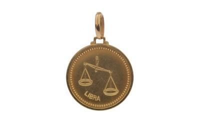 Lot 1327 - A GOLD LIBRA PENDANT