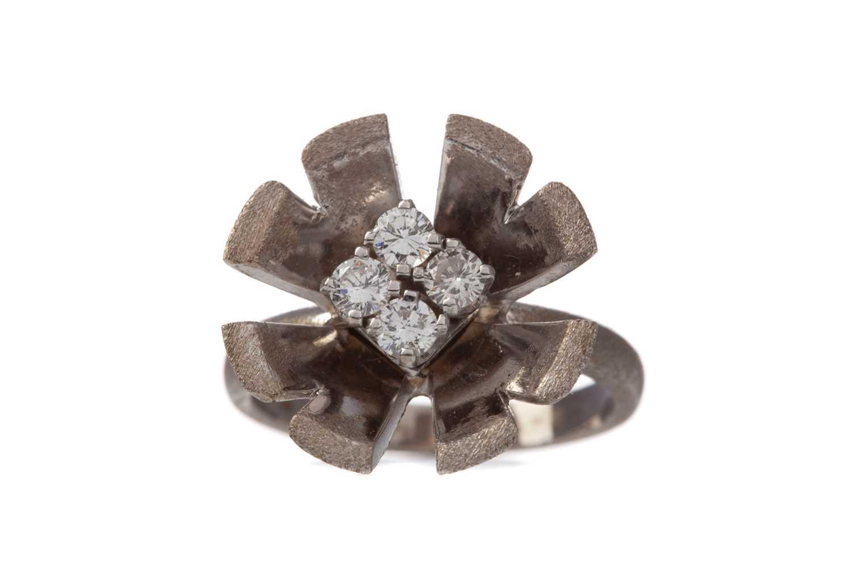 Lot 1333 - A DIAMOND FLOWER RING