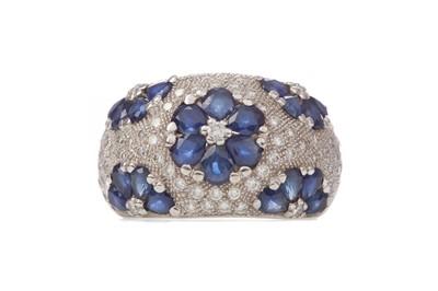 Lot 1567 - A SAPPHIRE AND DIAMOND DRESS RING