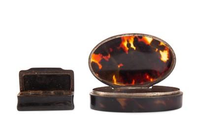 Lot 740 - AN EARLY 19TH CENTURY TORTOISESHELL OVAL SNUFF BOX