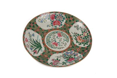 Lot 1804 - A CHINESE FAMILLE ROSE PLATE