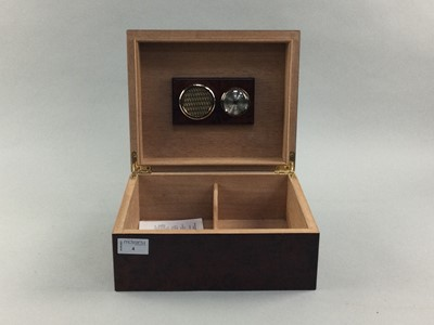 Lot 4 - A MODERN LACQUERED WOOD HUMIDOR