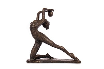 Lot 783 - AN ART DECO STYLE PATINATED BRONZE FIGURE OF AN ACROBAT