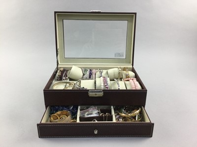 Lot 30 - A COLLECTION OF COSTUME AND OTHER JEWELLERY