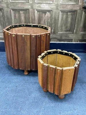 Lot 35 - A PAIR OF GRADUATED OCTAGONAL PLANTERS