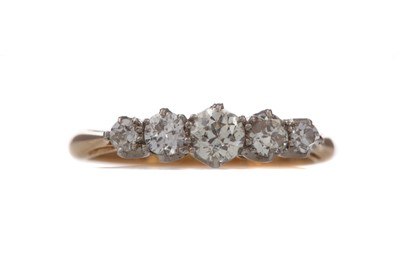 Lot 1341 - A DIAMOND FIVE STONE RING
