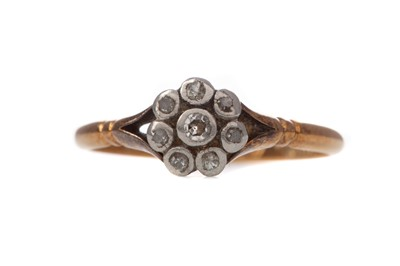 Lot 1343 - A DIAMOND CLUSTER RING