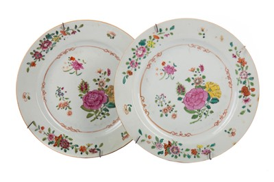 Lot 1818 - A PAIR OF 19TH CENTURY CHINESE FAMILLE ROSE PLATES