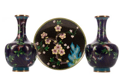 Lot 1842 - A PAIR OF 20TH CENTURY CHINESE CLOISONNE VASES AND A CLOISONNE PLATE
