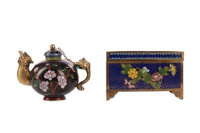 Lot 1844 - A 20TH CENTURY CHINESE CLOISONNE TEA POT AND A CASKET