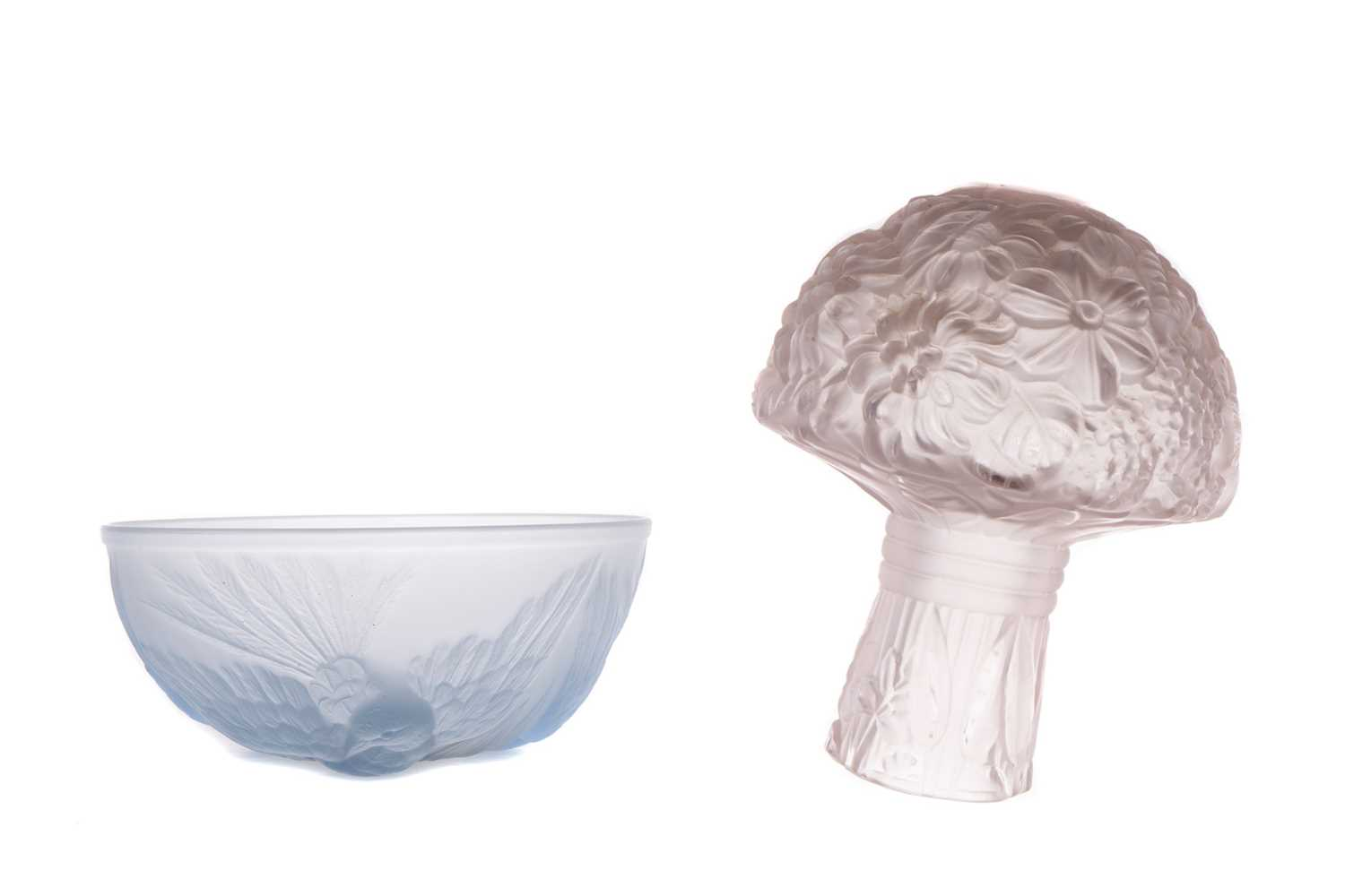 Lot 1057 - AN EARLY 20TH CENTURY FRENCH FROSTED GLASS BOUQUET OF FLOWERS AND BOWL