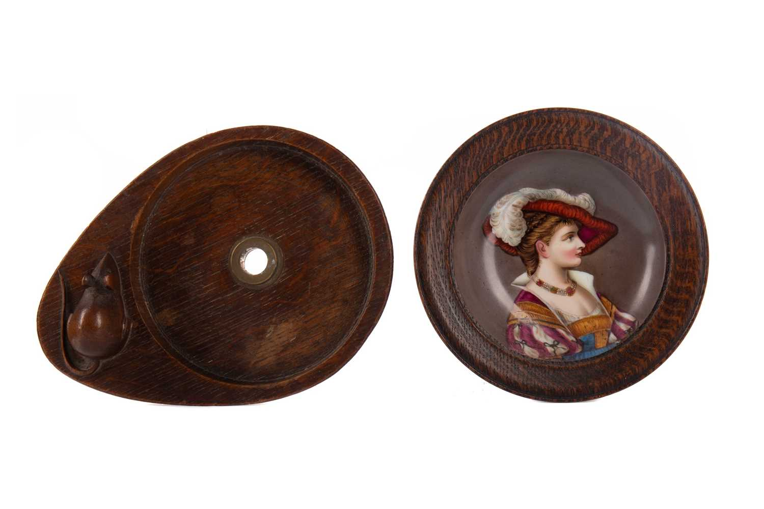 Lot 787 - AN OAK DISH IN THE STYLE OF MOUSEMAN