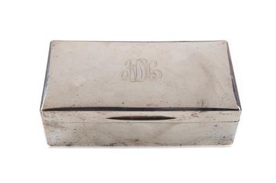 Lot 499 - A GEORGE VI SILVER MOUNTED CIGARETTE BOX