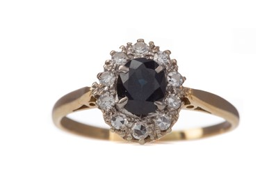 Lot 1412 - A SAPPHIRE AND DIAMOND RING