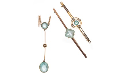 Lot 1402 - A BLUE GEM SET NECKLACE AND TWO BROOCHES