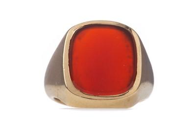 Lot 1397 - A CARNELIAN SIGNET RING