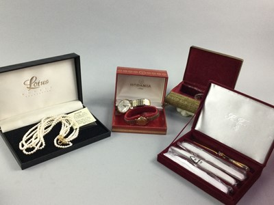 Lot 85 - A COLLECTION OF COSTUME JEWELLERY AND FASHION WATCHES