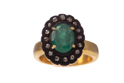 Lot 1464 - AN EMERALD AND DIAMOND RING