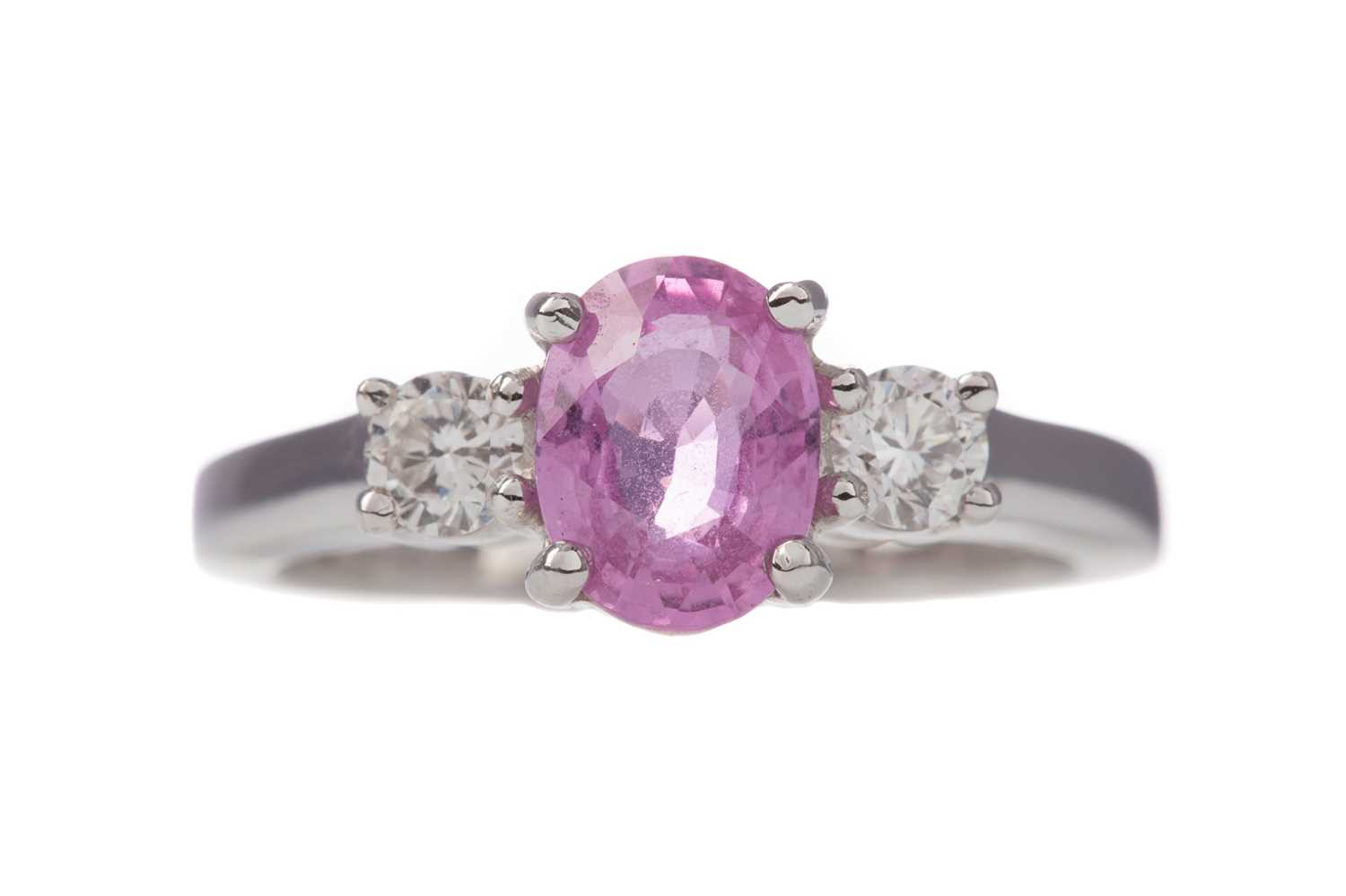 Lot 1349 - A PINK SAPPHIRE AND DIAMOND RING