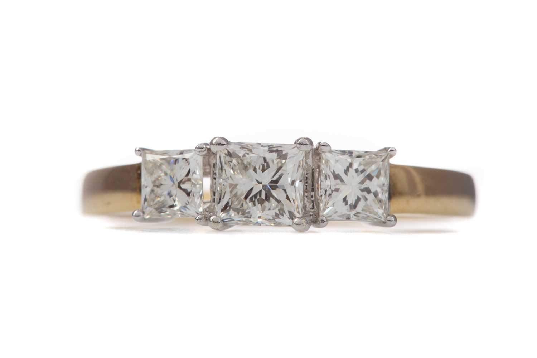 Lot 1356 - A DIAMOND THREE STONE RING