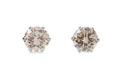 Lot 1390 - A PAIR OF DIAMOND STUD EARRINGS