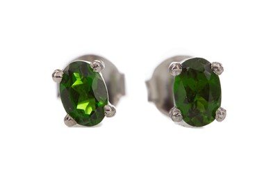 Lot 1418 - A PAIR OF CHROME DIOPSIDE STUD EARRINGS